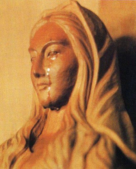 La statue en bois de la Sainte Vierge a versé de véritables larmes humaines à 101 occasions