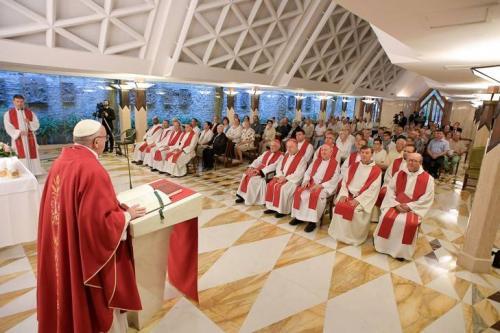 Francois-celebre-messe-chapelle-Maison-Sainte-Marthe-memoire-P-Jacques-HAMEL-14-septembre-2016