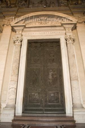 Entrée de la basilique Saint-Pierre, Cité du Vatican, Rome